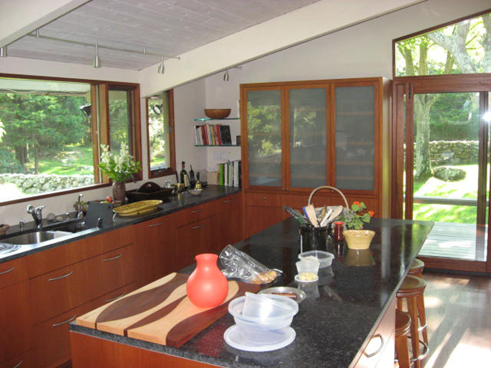 Kitchen (with dirty dishes)