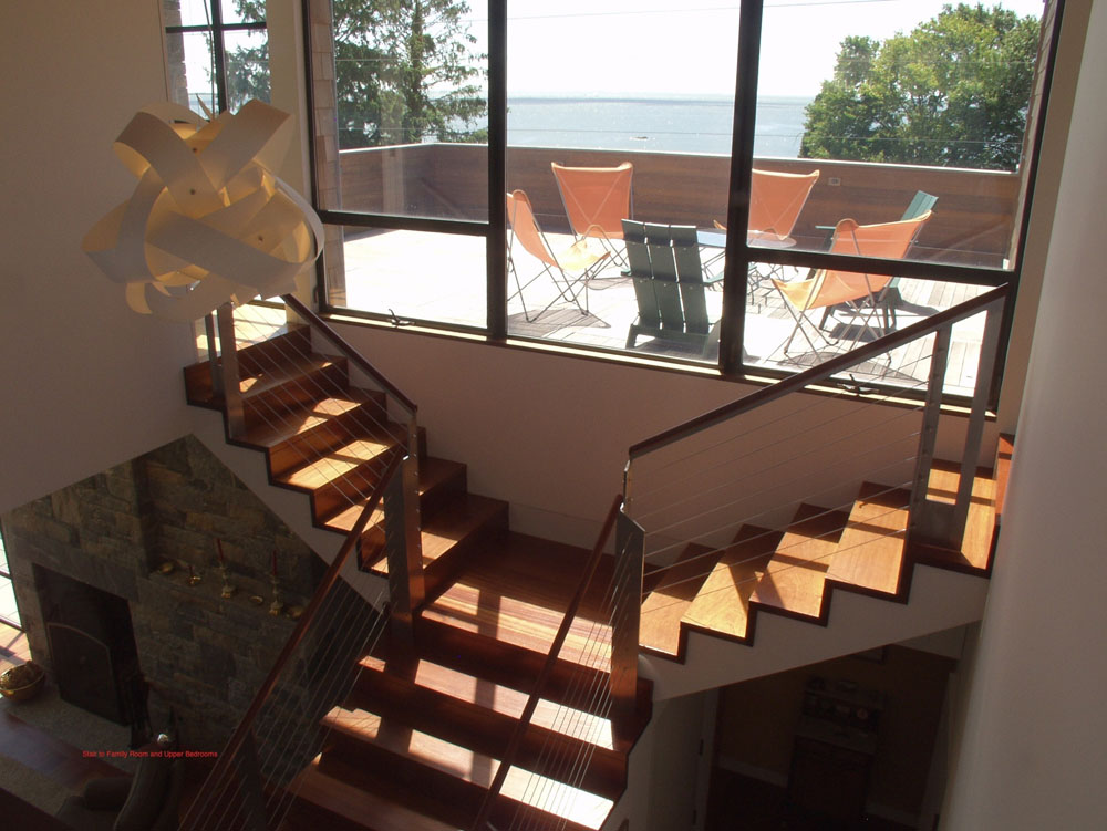 Split stair to family room and bedrooms