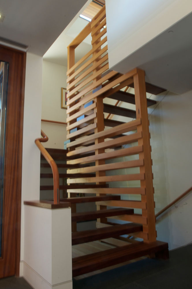 Open, connecting stair